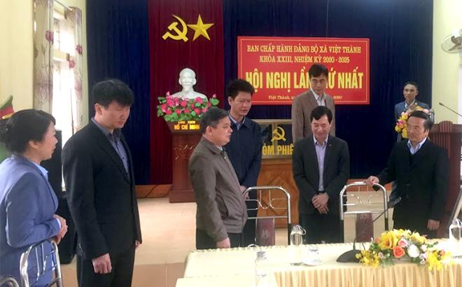 Đồng chí Dương Văn Thống - Phó Bí thư Thường trực Tỉnh ủy cùng đoàn công tác của Tỉnh ủy, Huyện ủy Trấn Yên kiểm tra công tác chuẩn bị Đại hội tại xã Việt Thành.