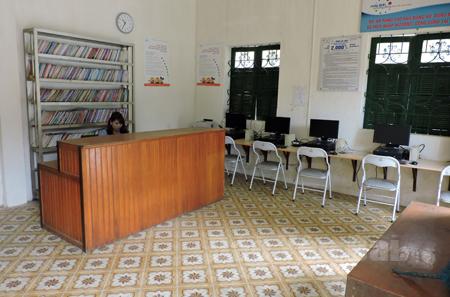 Điểm bưu điện văn hóa xã Hát Lừu (huyện Trạm Tấu) vắng vẻ giờ mở cửa.