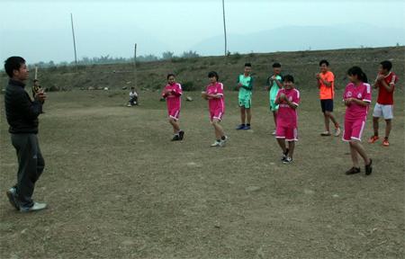 Các vận động viên huyện Văn Chấn tích cực luyện tập.