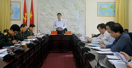 Đồng chí Nguyễn Chiến Thắng - Phó hủ tịch UBND tỉnh phát biểu giao nhiệm vụ cho các cơ quan thành viên Tiểu ban Khánh tiết, thi đua, tuyên truyền diễn tập khu vực phòng thủ tỉnh Yên Bái năm 2017.