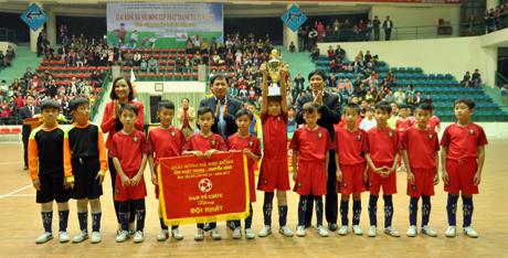 Đội tuyển bóng đá nhi đồng huyện Yên Bình xuất sắc giành chức vô địch tại Giải bóng đá nhi đồng Cúp PT-TH tỉnh Yên Bái năm 2017.