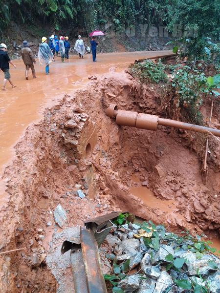Hiện trường vụ vỡ nắp cống hồ chứa bùn thải của Nhà máy tuyển quặng sắt thuộc địa bàn xã Hưng Khánh, huyện Trấn Yên xảy ra vào ngày 11/1/2017.