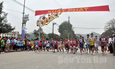 Các vận động viên tham gia Giải Việt dã truyền thống do Báo Yên Bái tổ chức thường niên.