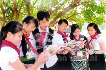 Học sinh Trường Phổ thông dân tộc nội trú THCS Văn Chấn thi đua học và làm theo Bác. (Ảnh minh họa - Thu Trang)