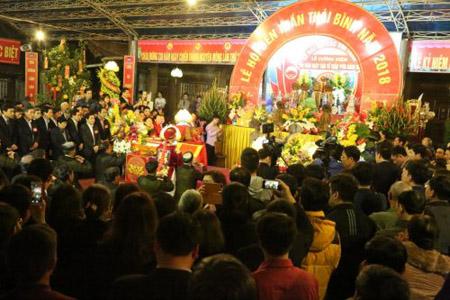 Tối ngày 28/2 (tức ngày 13 tháng Giêng âm lịch) chính thức khai hội Đền Trần.