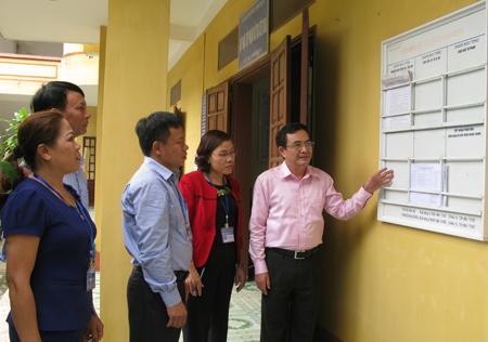 Đoàn công tác của tỉnh kiểm tra công tác cải cách hành chính tại thị trấn Mậu A, huyện Văn Yên.