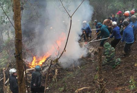 Diễn tập ứng phó phòng chống cháy rừng và tìm kiếm cứu nạn tại huyện Trạm Tấu. (Ảnh: Văn Thông)