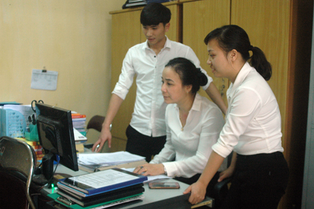 Bộ phận lưu trữ, phân tích tài liệu thuộc Tổ Hành chính Tư pháp, Tòa án nhân dân tỉnh.