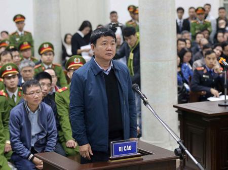 Ông Đinh La Thăng hầu tòa trong vụ án thứ nhất.