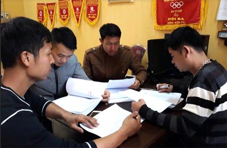 Tổ chuyên môn họp bàn, thống nhất xây dựng giáo án tập luyện cho các vận động viên.