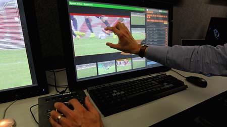 Công nghệ VAR được kỳ vọng sẽ giúp trọng tài điều khiển trận đấu chính xác hơn.