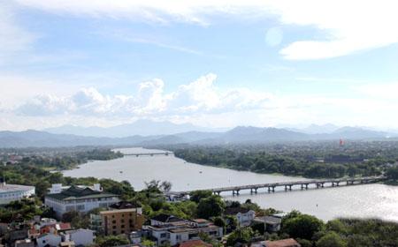 Sông Hương có khu vực thượng nguồn chứa nhiều giá trị cảnh quan văn hóa, sinh thái - lịch sử và môi trường.