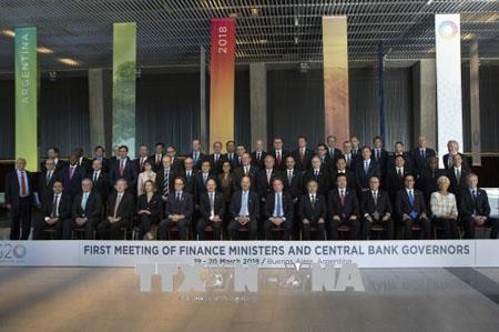 Bộ trưởng Tài chính và Thống đốc Ngân hàng trung ương các nền kinh tế thành viên G20 chụp ảnh chung tại hội nghị ngày 19/3.