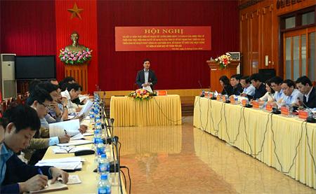 Đồng chí Dương Văn Tiến - Phó Chủ tịch UBND tỉnh, Trưởng ban Tổ chức những ngày lễ lớn của tỉnh phát biểu chỉ đạo tại Hội nghị.