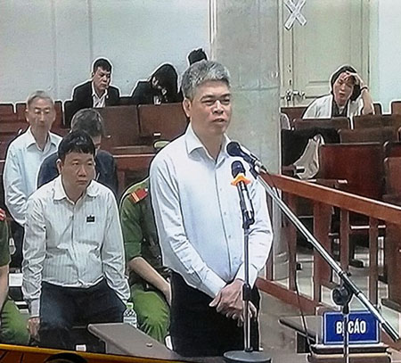 Bị cáo Nguyễn Xuân Sơn khai nhận về việc đưa hàng trăm tỷ đồng cho Ninh Văn Quỳnh.