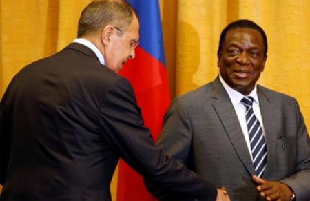 Tân Tổng thống Zimbabwe Emmerson Mnangagwa(phải).