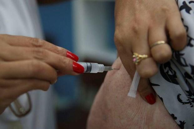 Tiêm phòng vắcxin cúm A tại Brazil.