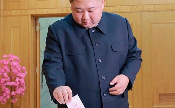 Ông Kim Jong-un đi bỏ phiếu.