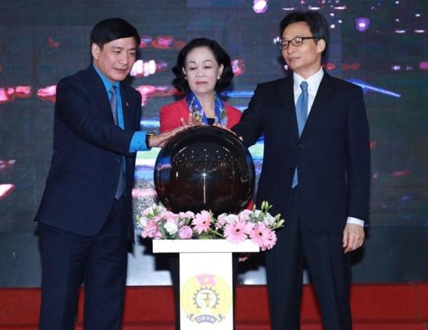Trưởng ban Dân vận Trung ương Trương Thị Mai, Phó Thủ tướng Chính phủ Vũ Đức Đam, Chủ tịch Tổng LĐLĐ Việt Nam Bùi Văn Cường bấm nút chính thức khai trương phần mềm.