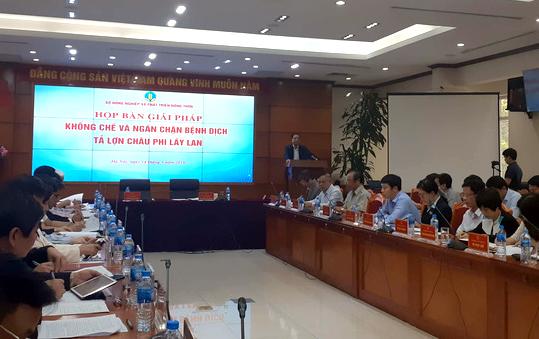 Bộ trưởng NN-PTNT Nguyễn Xuân Cường đã phải tiếp tục triệu tập cuộc họp khẩn với lãnh đạo 17 tỉnh để bàn giải pháp khống chế và ngăn chặn dịch tả heo châu Phi