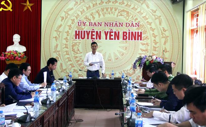 Đồng chí Dương Văn Tiến - Phó Chủ tịch UBND tỉnh kiểm tra tại huyện Yên Bình