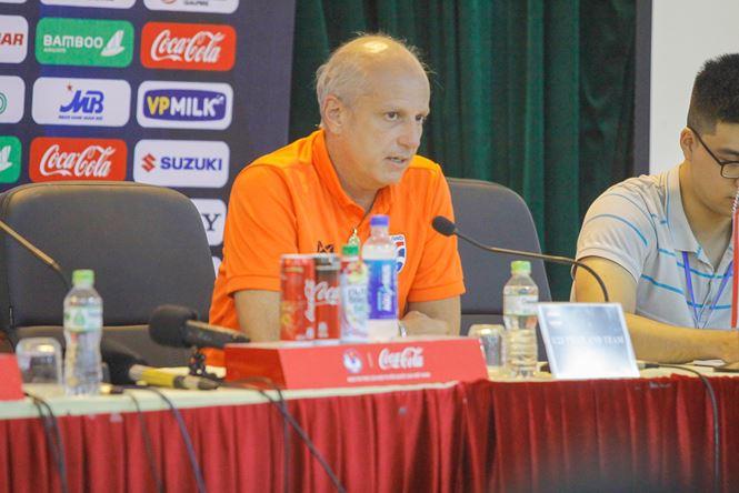 HLV Alexandre Gama của U23 Thái Lan trả lời họp báo trưa 21/3.