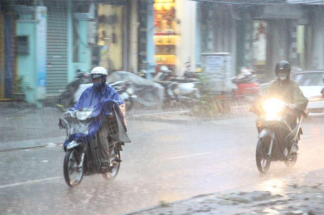 Hôm nay Hà Nội mưa rét.