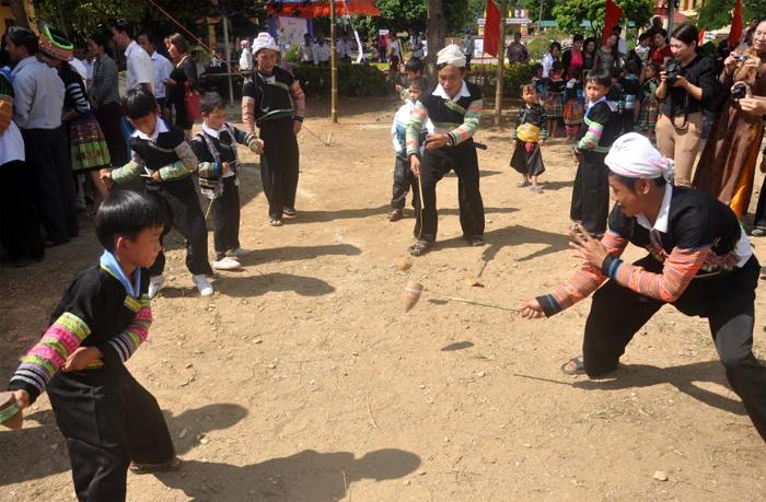 Hội xuân bản Mông.