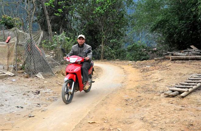 Đường đặc thù tạo điều kiện cho nhân dân ở các thôn, bản vùng cao huyện Văn Yên đi lại thuận tiện hơn.