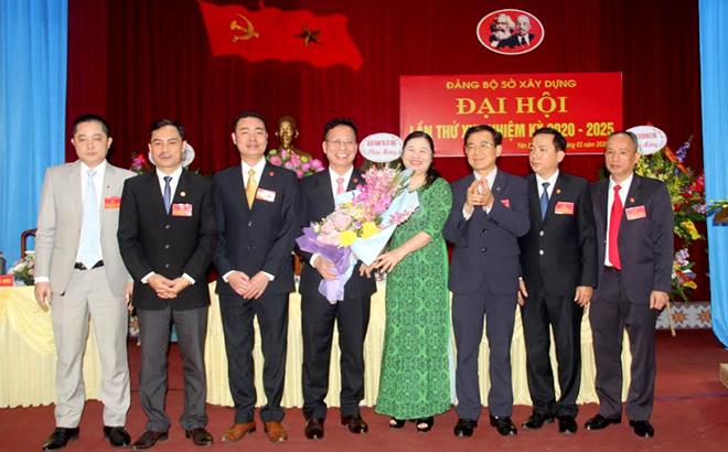 Ban Chấp hành Đảng bộ Sở Xây dựng tỉnh Yên Bái khóa XVI, nhiệm kỳ 2020 - 2025 ra mắt Đại hội.