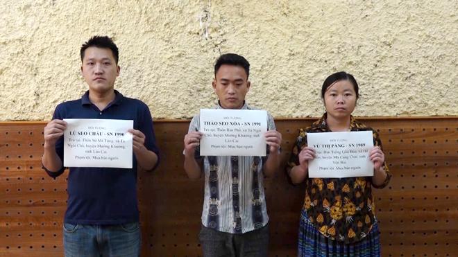 Công an huyện Mù Cang Chải khởi tố vụ án, khởi tố bị can và bắt tạm giam 3 đối tượng Thào Seo Xoá, Lù Seo Châu và Vừ  Thị Pàng về hành vi mua bán người