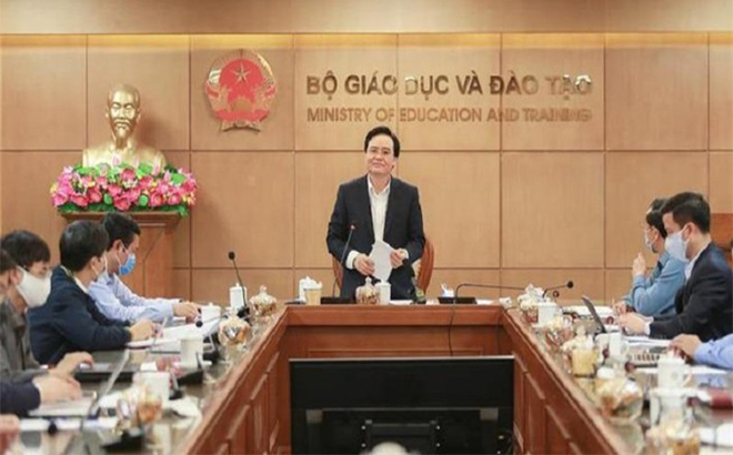 Bộ trưởng Phùng Xuân Nhạ phát biểu chỉ đạo tại cuộc họp Ban Chỉ đạo phòng, chống COVID-19 Bộ GDĐT chiều 23-3.