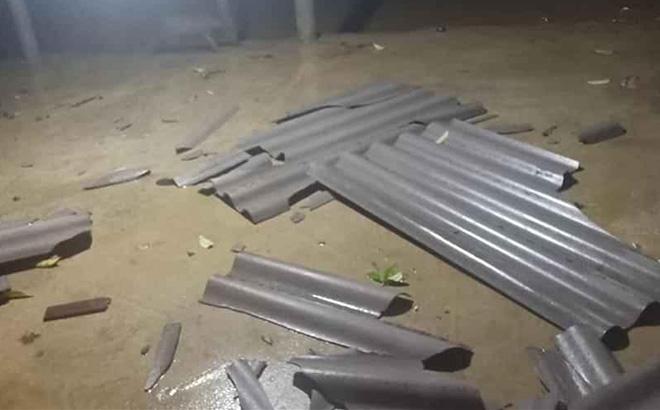 Mưa đá xảy ra đêm 24/3 ở Lục Yên làm một số ngôi nhà bị hỏng mái.