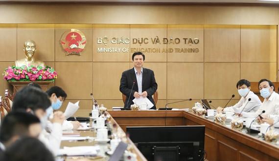 Thứ trưởng Bô GD-ĐT Nguyễn Hữu Độ chủ trì hội nghị
