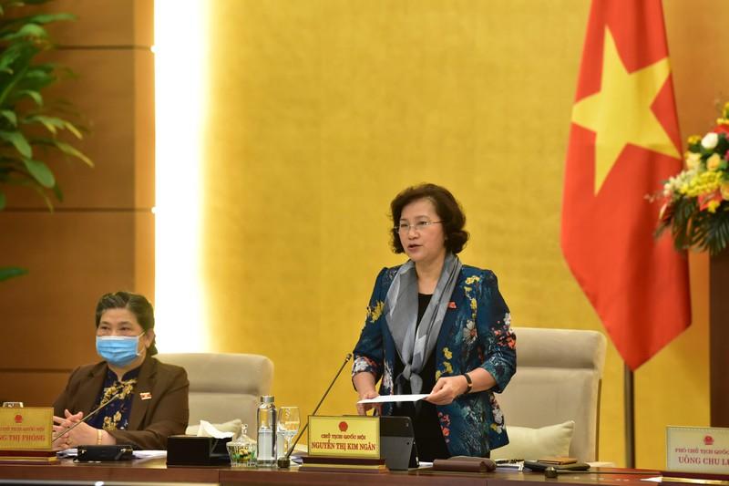 Chủ tịch Quốc hội Nguyễn Thị Kim Ngân phát biểu bế mạc phiên họp 43 của Uỷ ban Thường vụ Quốc hội
