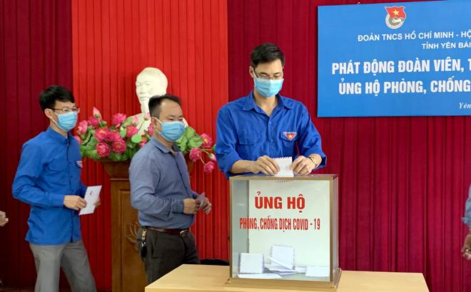 Cán bộ, công chức, người lao động cơ quan Tỉnh đoàn hỗ trợ một ngày lương ủng hộ chương trình phòng, chống dịch COVID-19.
