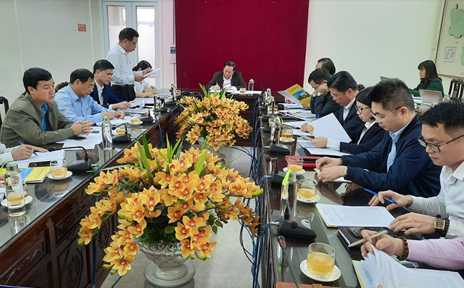 A meeting of the State Bank of Vietnam – Yen Bai branch discusses measures in support of customers affected by COVID-19.