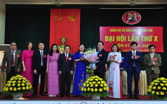 Ban Chấp hành Đảng bộ Sở GD-ĐT nhiệm kỳ 2020-2025 ra mắt Đại hội
