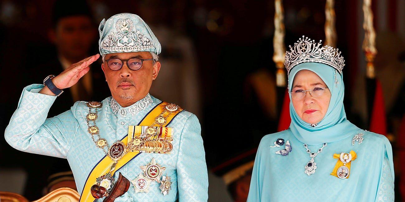 Quốc vương Malaysia và Hoàng hậu phải cách ly vì Covid-19.