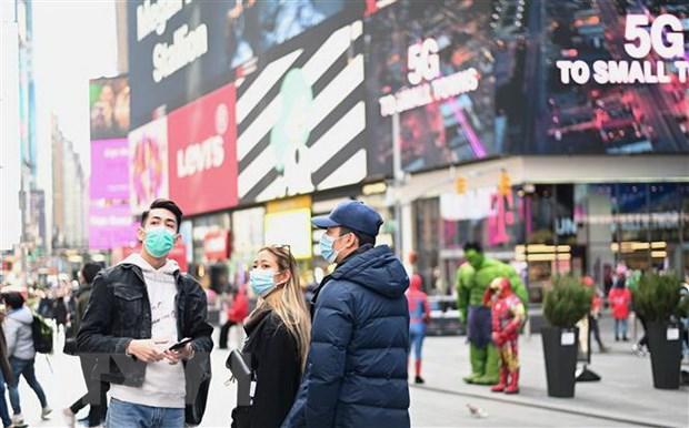 Người dân đeo khẩu trang nhằm ngăn chặn sự lây lan của dịch COVID-19 tại New York, Mỹ ngày 14/3/2020.