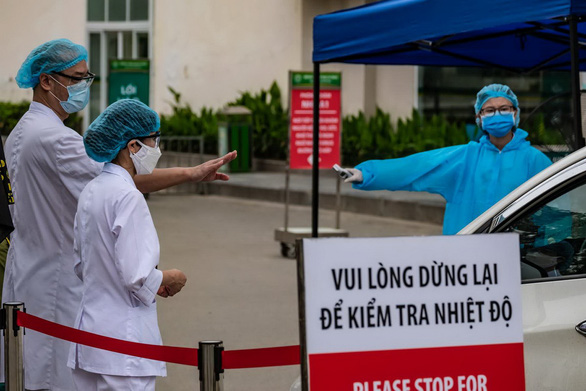 Sáng 28-3, Bệnh viện Bạch Mai bắt đầu ngưng tiếp nhận bệnh nhân đến khám thông thường, tái khám, ngưng cho phép thân nhân đến thăm bệnh nhân còn đang tiếp tục điều trị tại bệnh viện