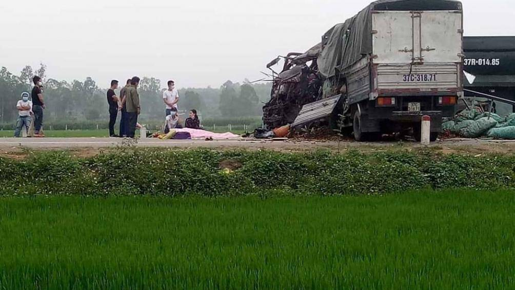 Đoạn đường nơi xảy ra tai nạn là đoạn đường thẳng đi qua cánh đồng.