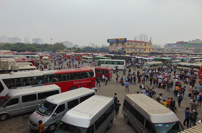 Hà Nội yêu cầu xe khách đi từ Hà Nội chạy cố định 3 khung giờ trong cao điểm để phòng chống dịch Covid-19.