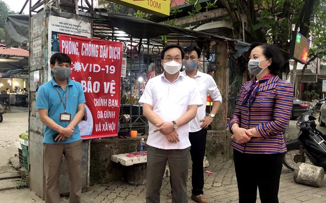 Bí thư Tỉnh ủy, Chủ tịch HĐND tỉnh Phạm Thị Thanh Trà kiểm tra công tác phòng, chống dịch COVID-19 tại thành phố Yên Bái ngày 28/3.