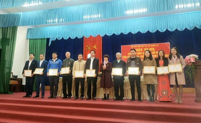 Từ những thành tích đạt được trong năm 2020, nhiều tập thể, cá nhân đã được Hội Khuyến học thị xã Nghĩa Lộ khen thưởng.