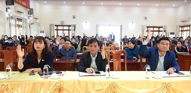 Các đại biểu biểu quyết nhất trí cao với cơ cấu, thành phần, số lượng và tiêu chuẩn của 6 người được giới thiệu tham gia ứng cử đại biểu HĐND cấp huyện, nhiệm kỳ 2021 – 2026.