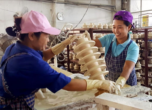 Since the beginning of 2021, workers at the Hoang Lien Son technical ceramic JSC have worked speedily to fill export orders.