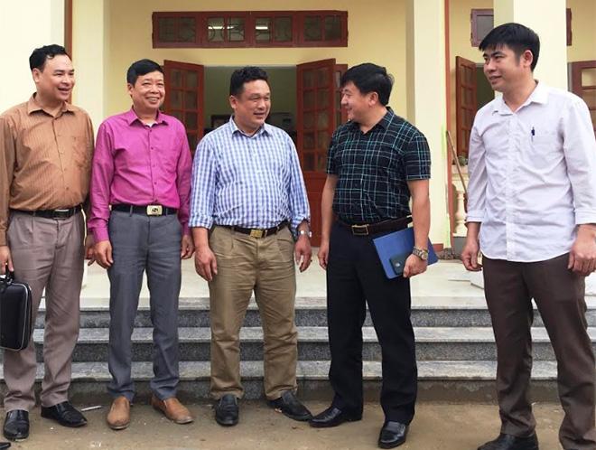 Đồng chí Giàng A Tông - Ủy viên Ban Thường vụ Tỉnh ủy, Chủ tịch Ủy ban Mặt trận Tổ quốc tỉnh (thứ 2 bên phải) nắm tình hình triển khai các phong trào, hoạt động tại xã Yên Thành, huyện Yên Bình.