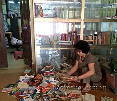 Ban đầu, thư viện chỉ có 2 cái bàn và mấy cái ghế nhựa cùng 500 cuốn sách, đến nay đã đầy lên khoảng 13.000 cuốn sách với đầy đủ các đầu sách như: pháp luật, văn học, truyện cho thiếu nhi.