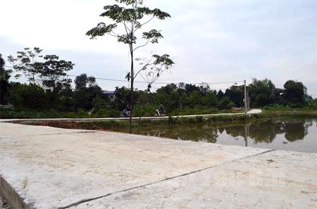 Những con đường được bê tông hóa tạo điều kiện cho người dân đi lại thuận lợi, phát triển kinh tế.